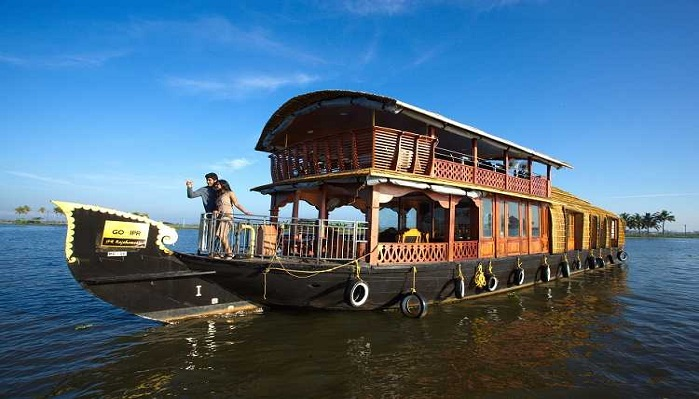 Kerala tour packages with houseboat