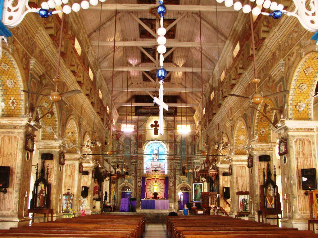 Interiors-of-Santa-Cruz-Basilica-in-Fort-Kochi